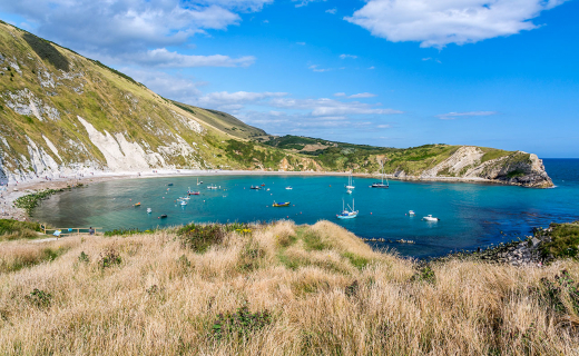 Lulworth Cove aan de Jurassic Coast.